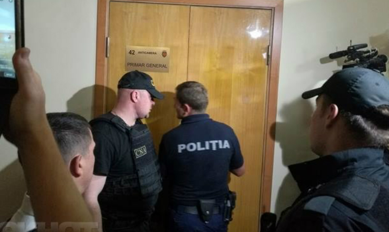 Обыски начались в кабинете у мэра Кишинева Дорина Киртоакэ