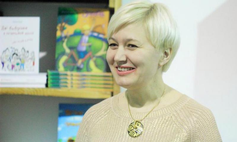 Украинская писательница Лариса Ницой вызвала полицию в кафе, где ее не захотели обслужить на украинском языке