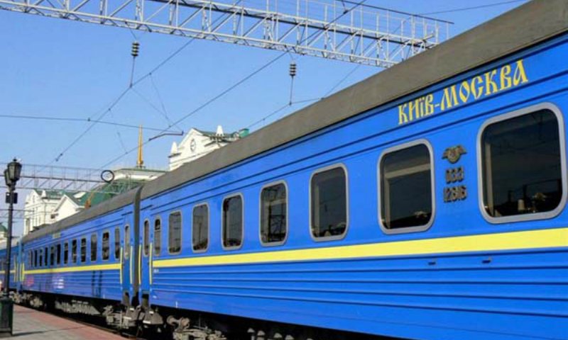 Пьяные российские таможенники покутили в поезде