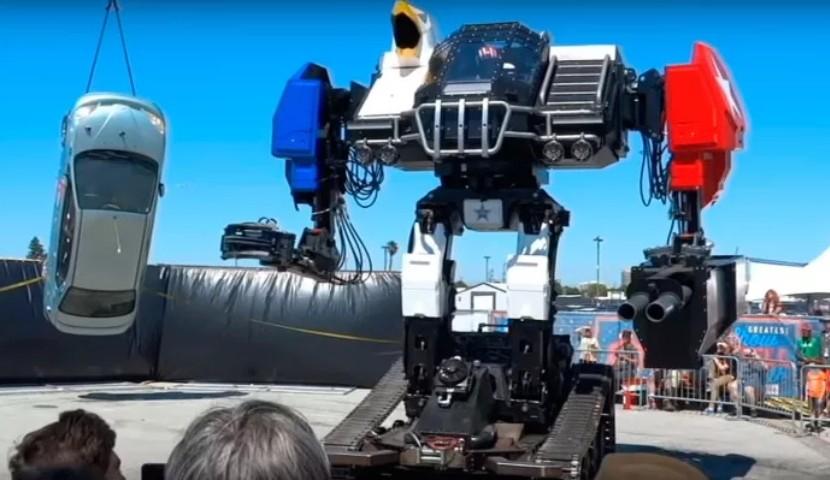 Боевой робот отMegaBots с430-сильным агрегатом избил автомобиль