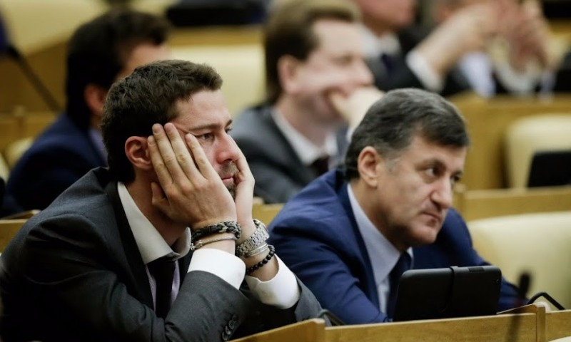 Знаменитый в прошлом теннисист Марат Сафин решил завершить карьеру депутата Госдумы