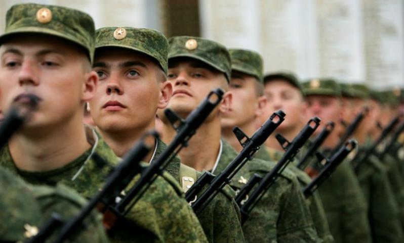 Кремль озвучил свою позицию по поводу отмены обязательного призыва в армию