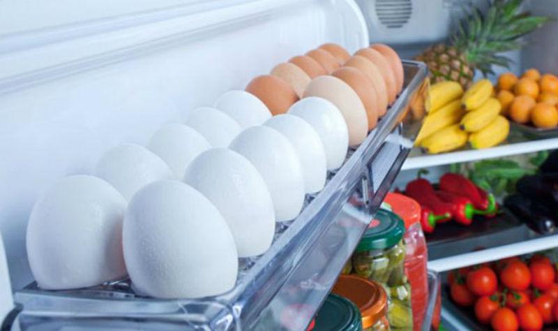 Яйца нельзя хранить в дверце холодильника, - эксперты