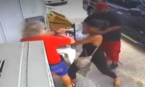 В США камеры наблюдения сняли избиение клиентами хозяйки ресторана и ее дочери