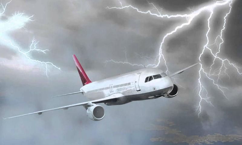 Молния попала в два подлетающих к Москве самолета