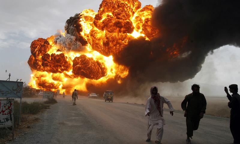 Убившее 140 человек возгорание бензовоза в Пакистане попало на видео