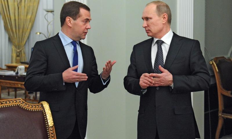 У Путина поднялся, у Медведева упал: опубликован рейтинг президента и премьера в июне