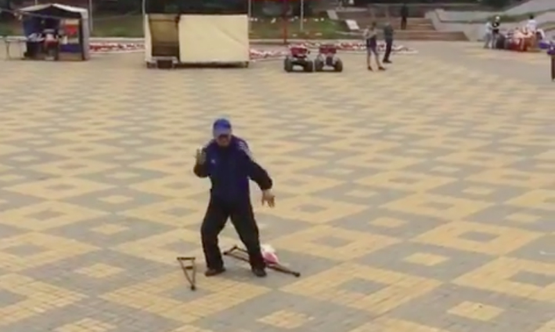 Техномузыка вернула способность танцевать инвалиду в Ельце