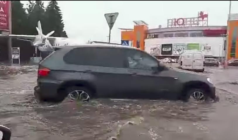 Видео страшного ливня, затопившего Уфу, поразило Интернет