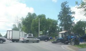 Видео столкновения трактора и фургона KIA в Ленобласти появилось в Сети