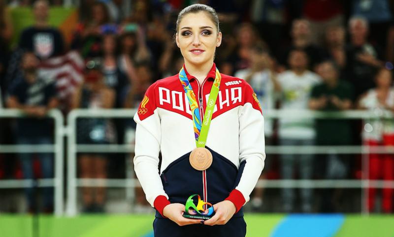 Олимпийская чемпионка Мустафина похвасталась первым фото новорождённой дочери