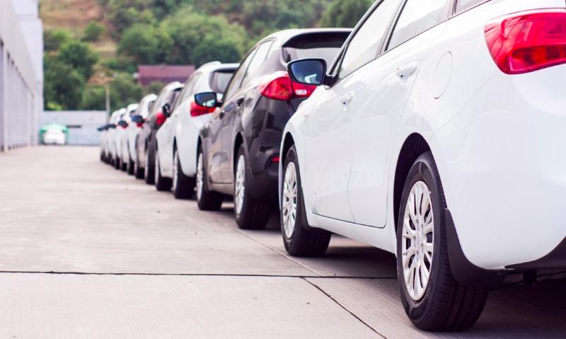 Продажи машин на российском авторынке достигли двузначного роста впервые с 2014 года