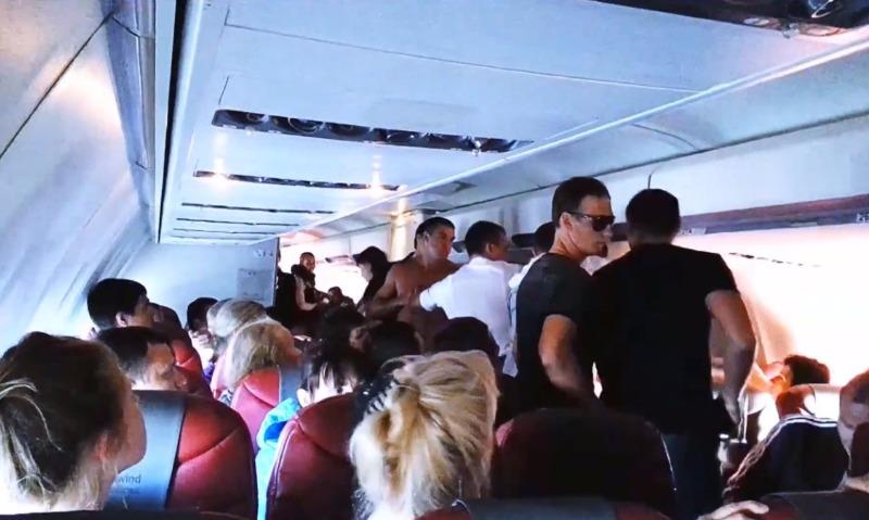 Впервые в жизни за границу: мужчина устроил пьяный дебош в самолете