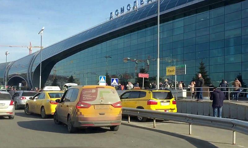 Взявшего с чилийца 50 тысяч рублей за поездку таксиста заставили вернуть деньги