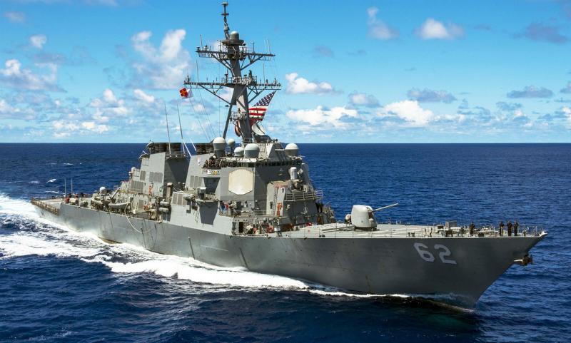 Семь моряков пропали без вести при столкновении эсминца ВМС США с филиппинским контейнеровозом