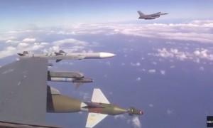 Российский Су-27 «отогнал» натовский истребитель от самолета Шойгу