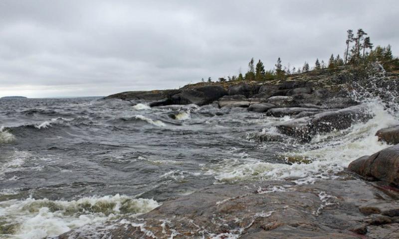 Лодка с пятью подростками перевернулась на Ладожском озере в годовщину трагедии на Сямозере
