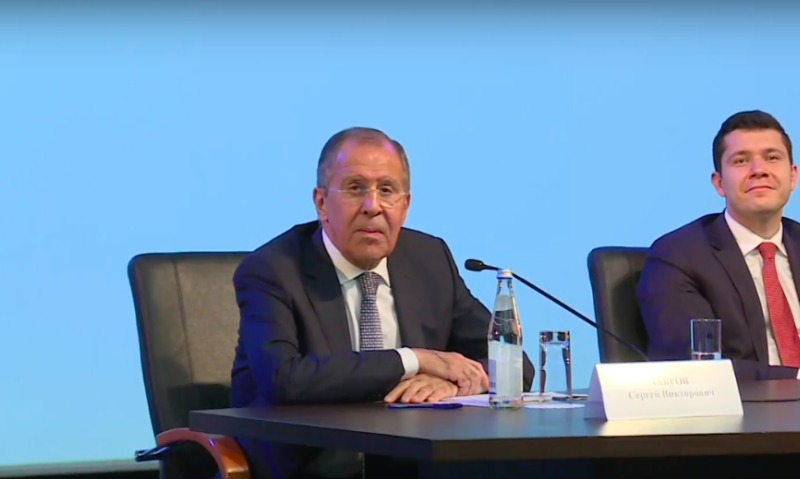 Лавров заявил, что ответ России на введение Украиной визового режима не заставит себя долго ждать