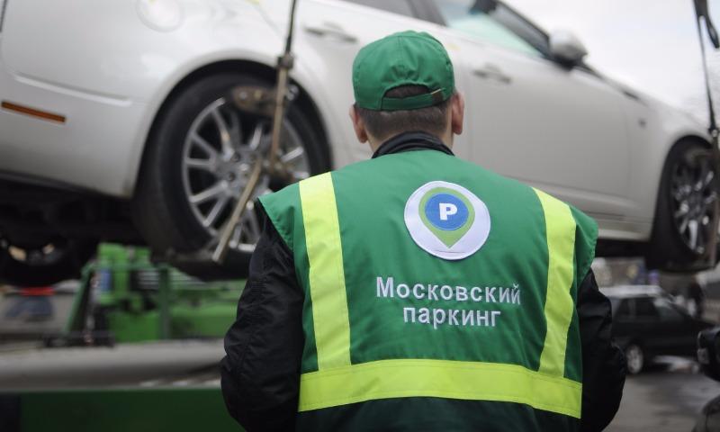 Автомобили самых злостных нарушителей правил парковки назвали в Москве