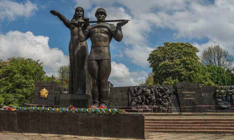 Во Львове начали сбор подписей за снесение памятника советским солдатам