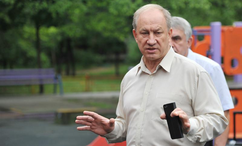 Фан-зоне перед МГУ объявил войну депутат Госдумы