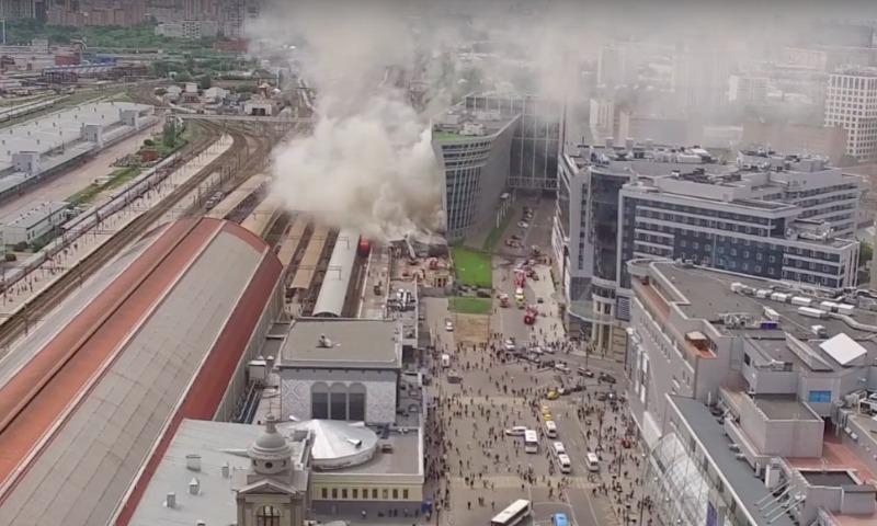 Впожаре наскладе около Киевского вокзала погибли два человека