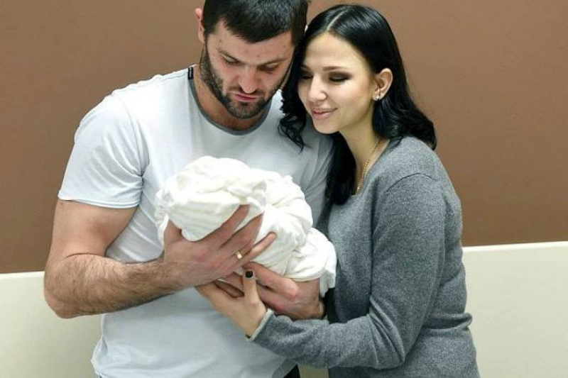 Александр Радулов развелся с супругой