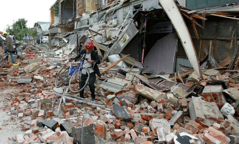 Видео потрясшего Японию бедствия попало в Сеть