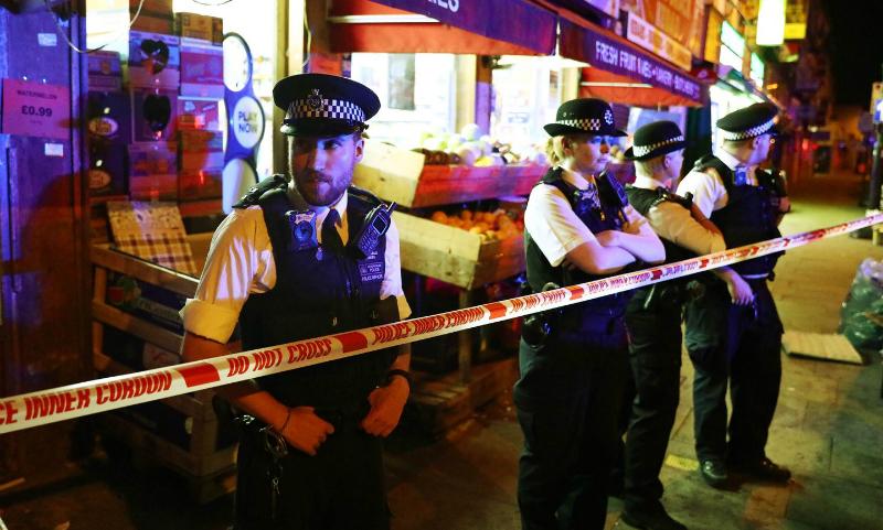 Фургон наехал на прихожан мечети в северной части Лондона: есть погибшие