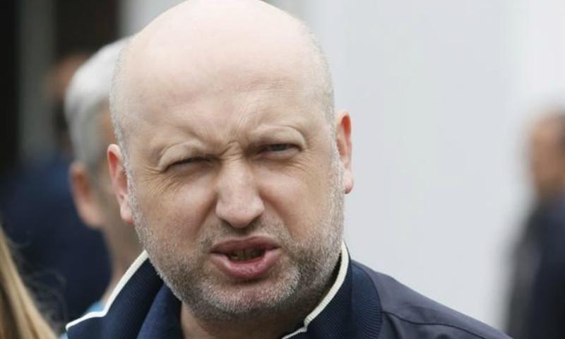 Турчинов предложил пускать россиян на Украину только по биометрическим паспортам и отпечаткам пальцев