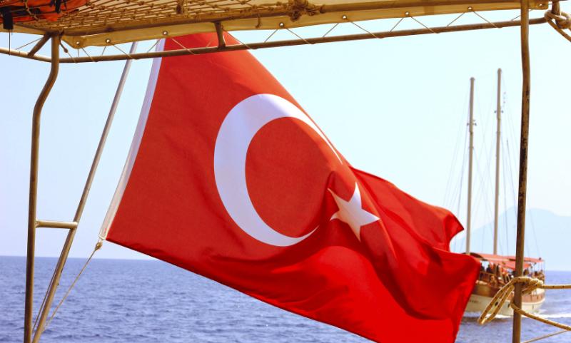 Маленькая россиянка погибла при падении с четвертого этажа отеля в Турции