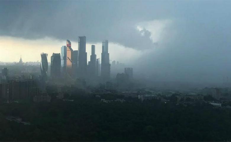 Ураган убил в Москве и области двоих людей, пятеро оказались в больницах