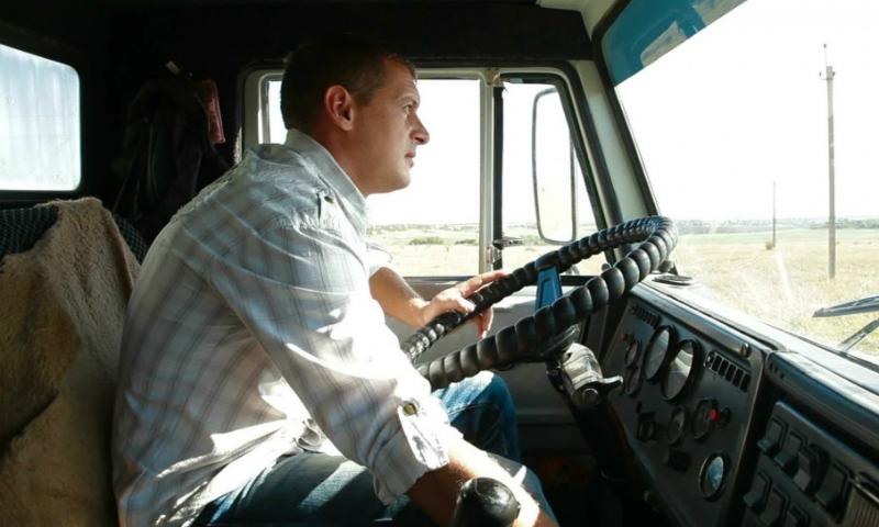 Вступил в силу закон о запрете на работу водителей-иностранцев без российских прав