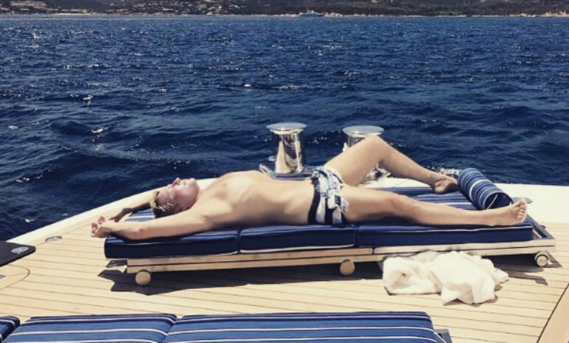 Похудевший Басков показал новое подтянутое тело на пляже