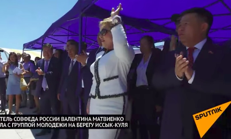 Матвиенко «отожгла» с молодежью на Иссык-Куле