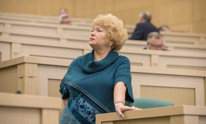 Мать Ксении Собчак потребовала от Совета Федерации денег за автомобиль