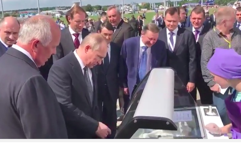 Путин сам расплатился за мороженое для министров на МАКС-2017