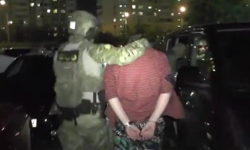 Видео задержания торгующих оружием неонацистов опубликовало ФСБ