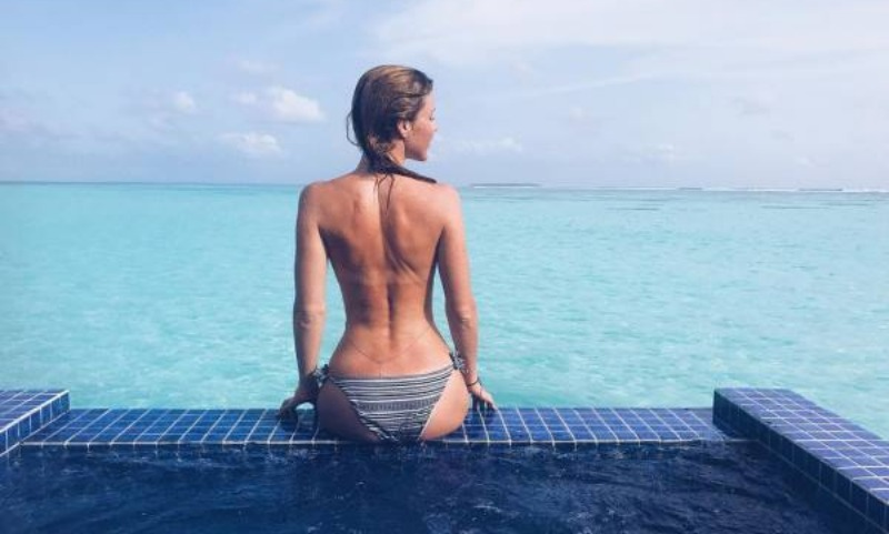 Юлианна Караулова разделась догола на отдыхе на Мальдивах
