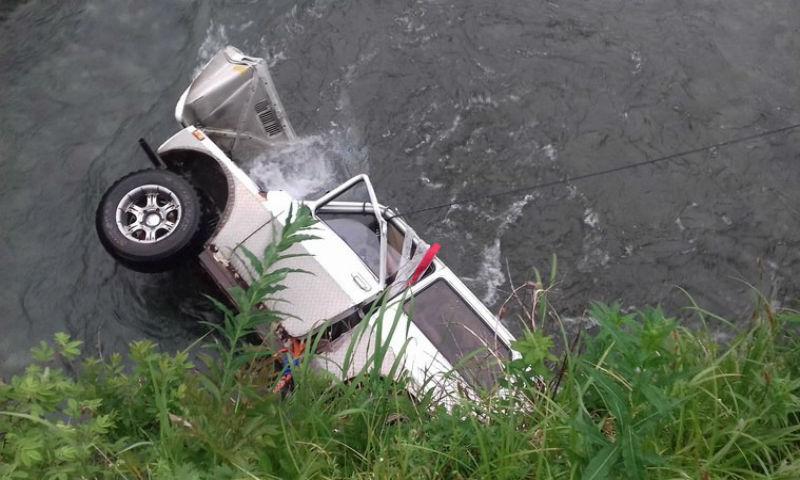 НаКамчатке один человек погиб в результате падения машины вреку class=