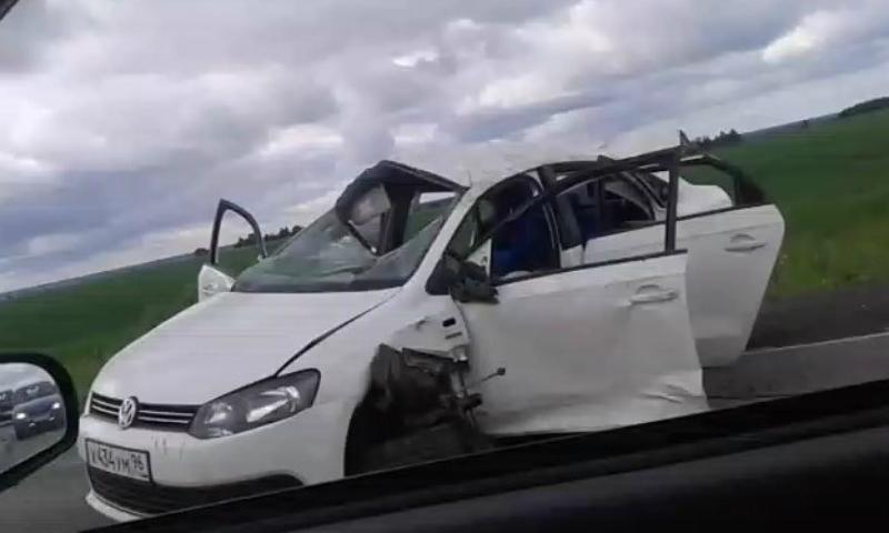 Водитель чудом выжил после 12-кратного переворота машины на Урале