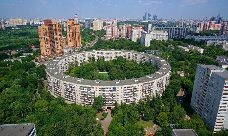 Эксперты назвали сроки, в течение которых можно накопить на жилье в Москве