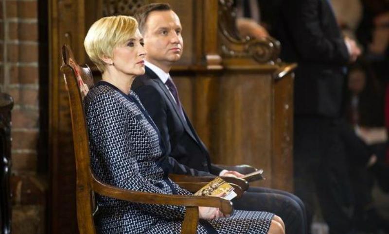 Президент Польши отрицает, что его жена отказалась пожать руку Трампу