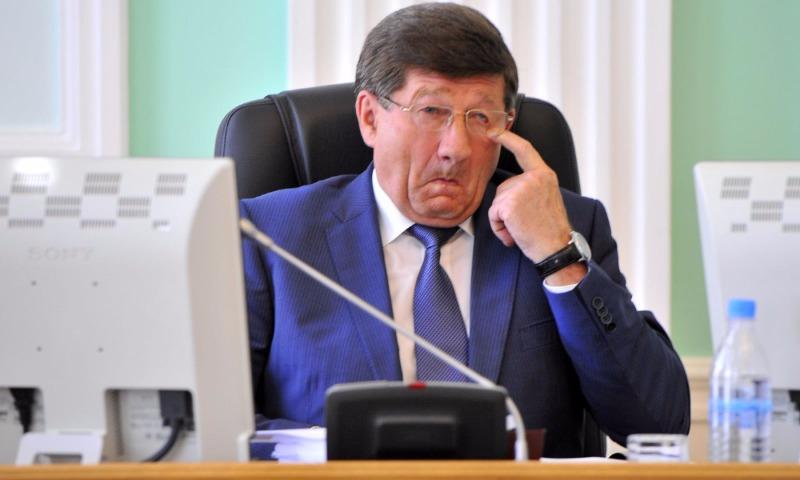 Глава Омска Двораковский ушел в отставку после скандала с премиями