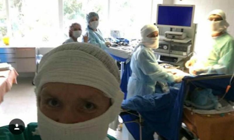 Сургутский хирург-проктолог публиковал селфи во время операций