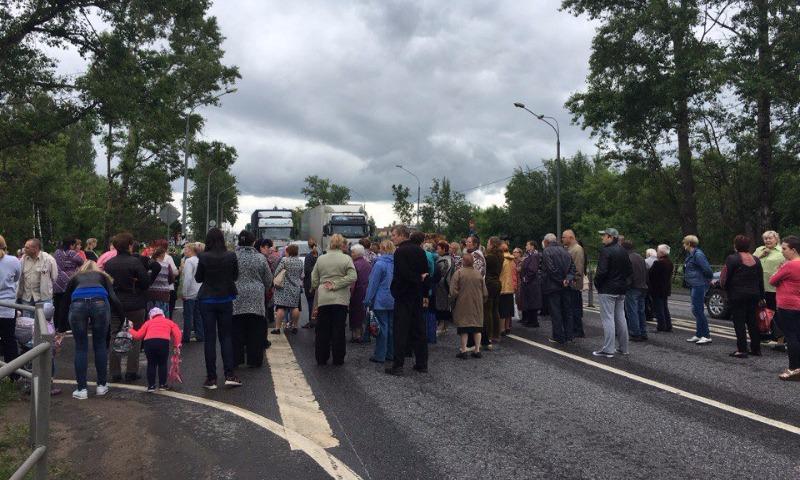 Граждане Клина перекрыли Ленинградское шоссе взнак протеста