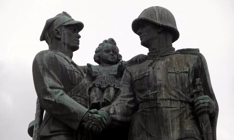 Россия придумала, как ответит Польше на снос советских памятников