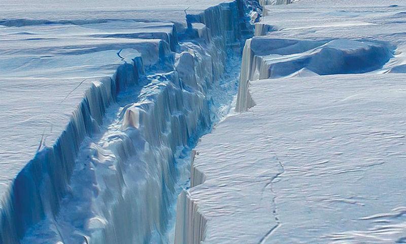 Айсберг площадью в две с половиной Москвы откололся от ледника в Антарктиде