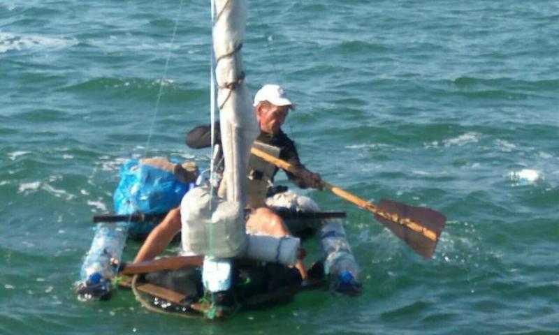 На плоту из пластиковой тары узбек из Саратова пытался попасть в Крым