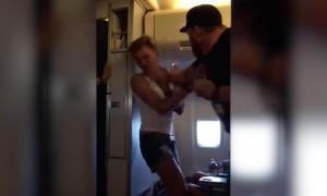 Гей получил по морде в самолете за «Русские - говно!»